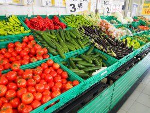 マーケットに並ぶトマト